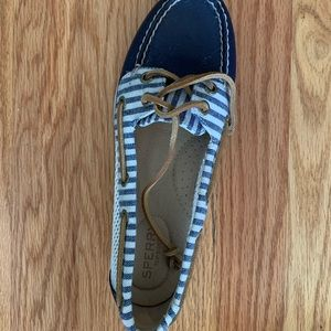 Brand new sperrys that were never worn